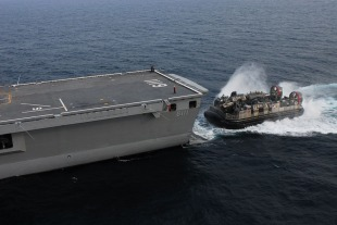LCAC-class air-cushion landing craft 4