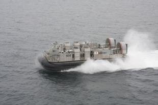 LCAC-class air-cushion landing craft 3