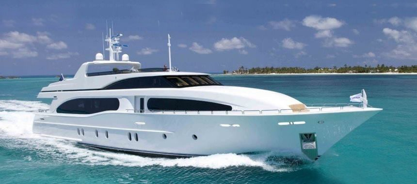 Luxury yachts with the latest fashion